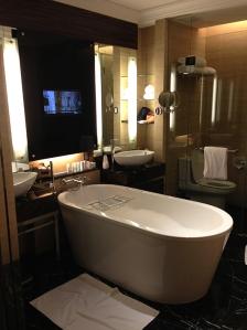New wing suite Bathroom / Majestic Hotel Kuala Lumpur / ©Just a break