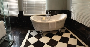 Colonial Suite Bathroom / Majestic Hotel Kuala Lumpur / ©Just a break